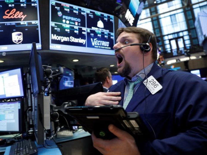 Asian flash crash, Apple expects revenue cuts: Thursday Trading Newsbriefing